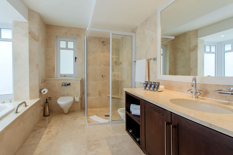 Bathroom in a Luxury Room at Fancourt Hotel